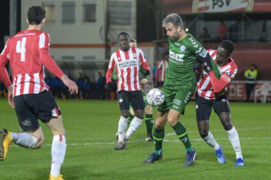 De Graafschap sleept na knotsgekke slotfase zege uit het vuur bij Jong PSV