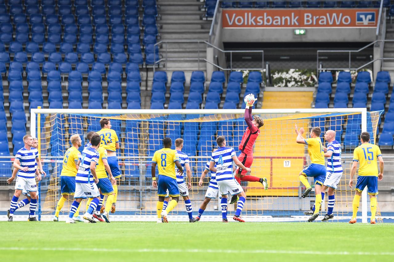 Eintracht-Braunschweig-vs-De-Graafschap-11.jpg