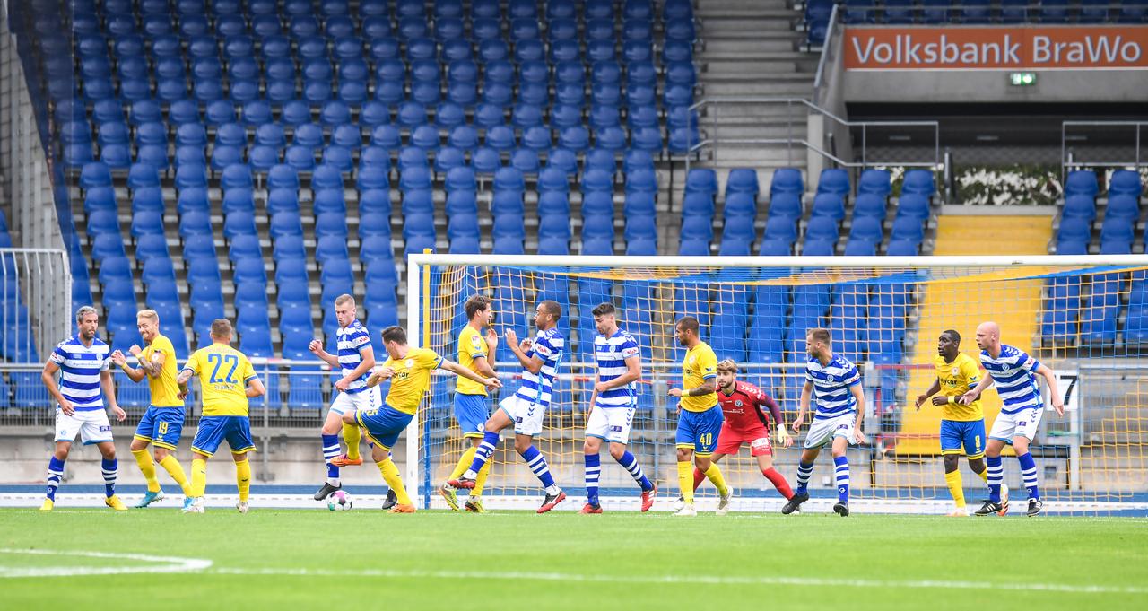 Eintracht-Braunschweig-vs-De-Graafschap-8.jpg